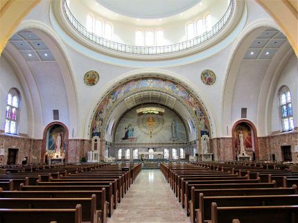 Basilica_of_the_National_Shrine_of_St._Elizabeth_Ann_Seton_interior_01