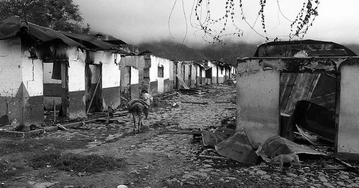 Masacre de los paramilitares en El Aro, Ituango, Antioquia. (1997) Foto: Jesús Abad Colorado