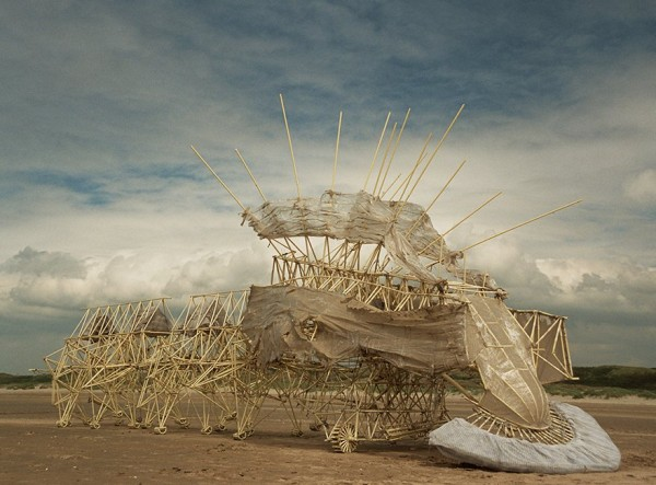 Theo Jansen y sus increíbles criaturas que caminan con energía eólica - s31-600x443