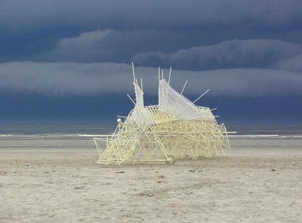 Theo Jansen y sus increíbles criaturas que caminan con energía eólica - s91-600x443
