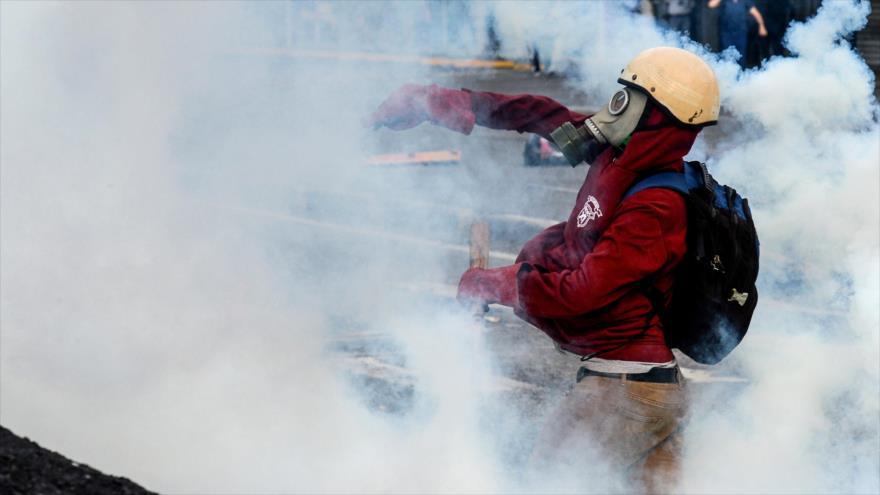 Opositores venezolanos queman y apuñalan a joven por ser chavista - venezuela1
