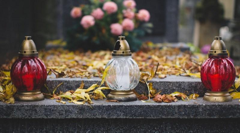Modlitwa za zmarłych ważniejsza niż za żywych? Tak mówią święci!