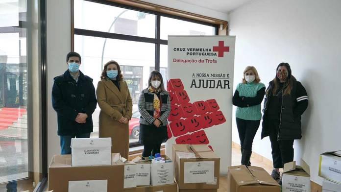 Mulheres socialistas da Trofa entregaram produtos de higiene na Cruz Vermelha