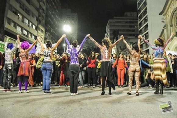 Marcha del 8M. Abrazo feminista