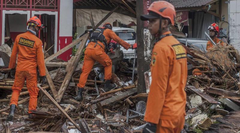 """El Volcan """"Krakatoa"""" ha originado un tsunami y causado decenas de muertos."""