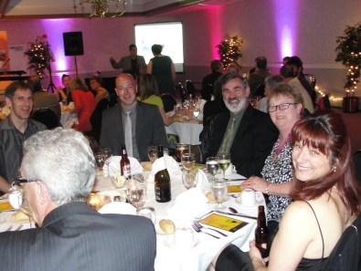 Les gens à la table du Nouveau-Brunswick étaient visiblement très heureux de prendre part à cette 22e soirée de gala de l'ARC du Canada.