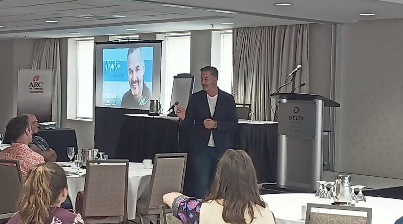 Martin Latulippe en conférence devant les membres de l'ARC du Canada