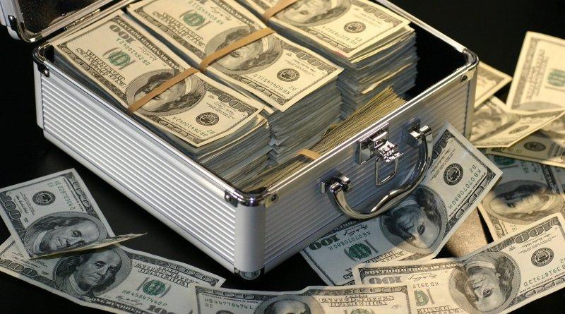 Mallette remplie de dollars américains