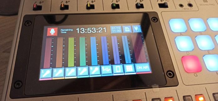 Interface tactile en couleurs de la ZOOM PodTrak P8