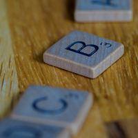 Des pièces de Scrabble