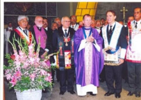 WALTER HISASI (Maestro della Loggia il 25 dicembre), Padre Aloisio GUERRA ( Maestro della Loggia 13 maggio ), Antonio Carmo (Gran Maestro di GOIPE), Don Dino Marchio (Vescovo della Diocesi di Caruaru), Adelson Chagas (Maestro della Loggia III Millennio) e ABEL VIEIRA (MI Deputato Gran Maestro).