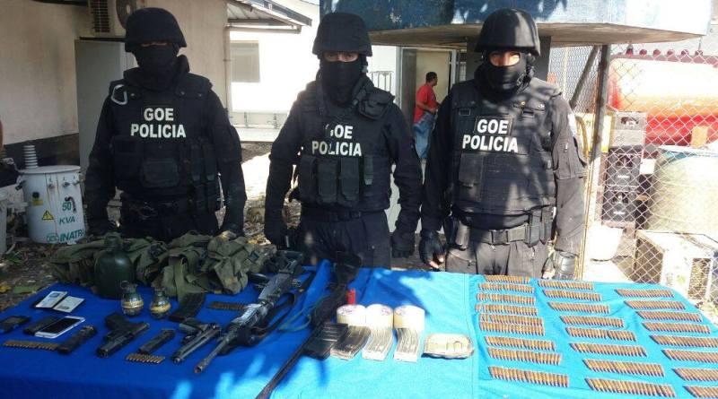 """Cinco personas detenidas y el decomiso de un arsenal de armas de grueso calibre, dejo el operativo """"Fortaleza 59"""" realizado por la Policía Nacional en la zona fronteriza de Sucumbíos"""