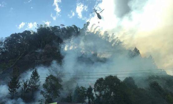 Bombeiros combatem incêndio, em São João Batista