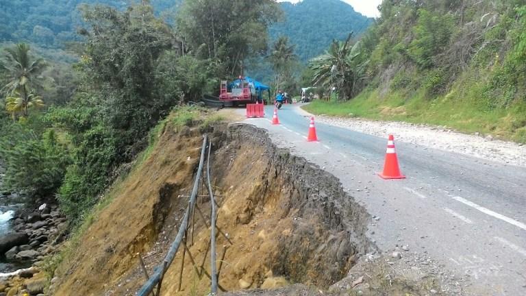 Akhirnya, Jalan Longsor Ampalu diperbaiki