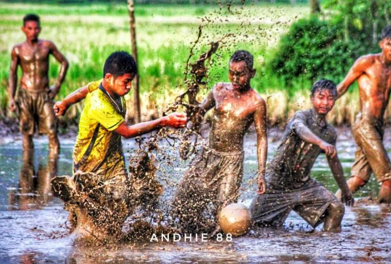 Kompetisi Ball Lunau, Bangkitkan Kenangan Masa Kecil Main Bola Di Lumpur