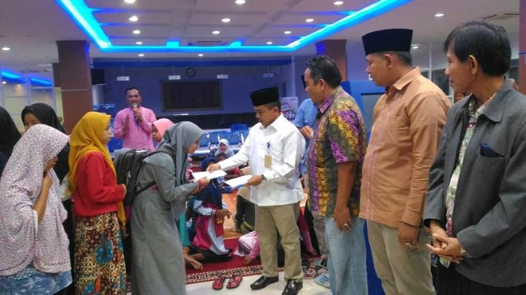 Bank Nagari Muara Labuh Berbagi dengan Anak Yatim
