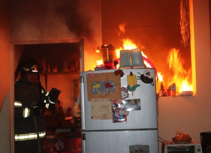 Incendio en vivienda ubicada en zona 3