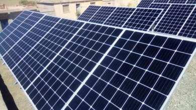 صورة تنصيب اجهزة الطاقة الشمسية بمدرسة معرار الحاج(بلدية سيدي علي ملال ) بدائرة وادي ليلي.
