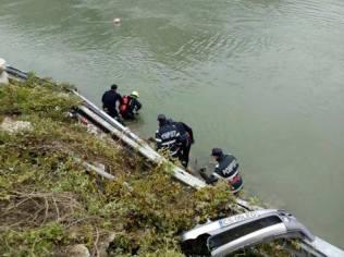 masina cazuta in Dunare (1)