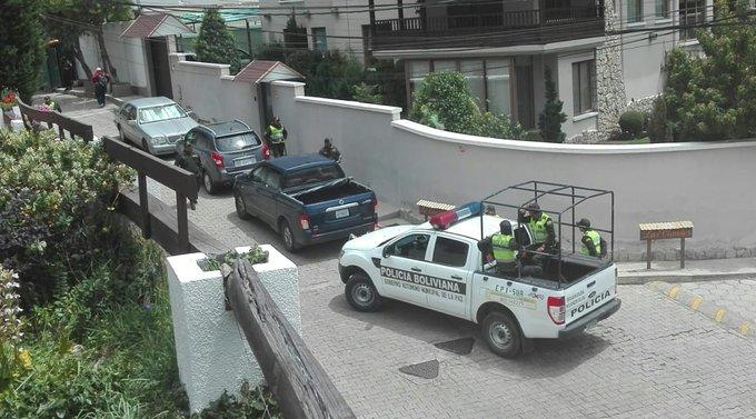 """MÉXICO CALIFICA DE """"EXCESIVA"""" LA VIGILANCIA DE BOLIVIA EN EMBAJADA"""