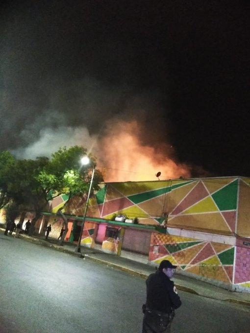 INCENDIO CONSUMIÓ VARIOS LOCALES DEL MERCADO MORELOS EN LA CDMX