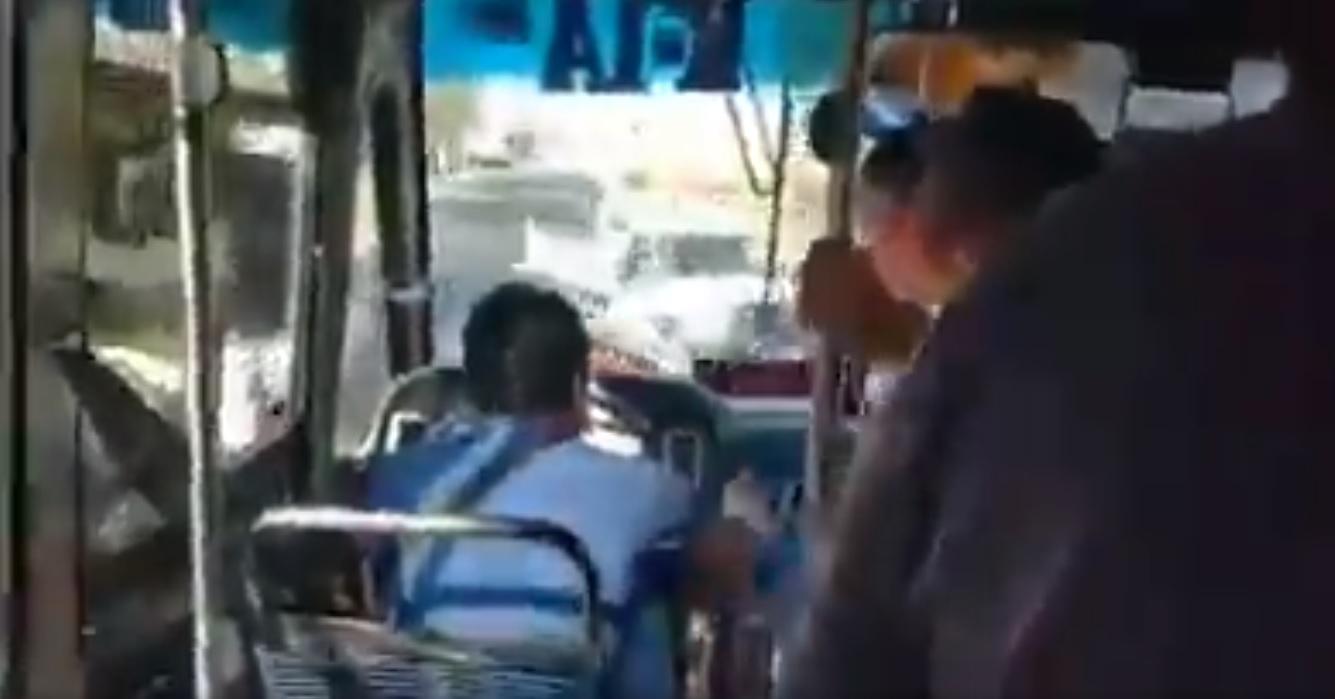 VIDEO: PASAJEROS RECLAMAN A CHOFER POR SU FORMA DE MANEJAR