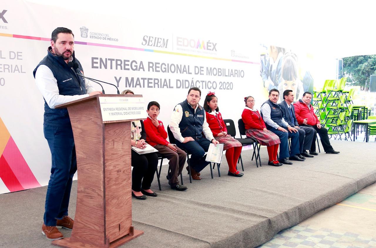 ENTREGAN MOBILIARIO ESCOLAR PARA BENEFICIAR A MÁS DE 55 MIL ALUMNOS MEXIQUENSES
