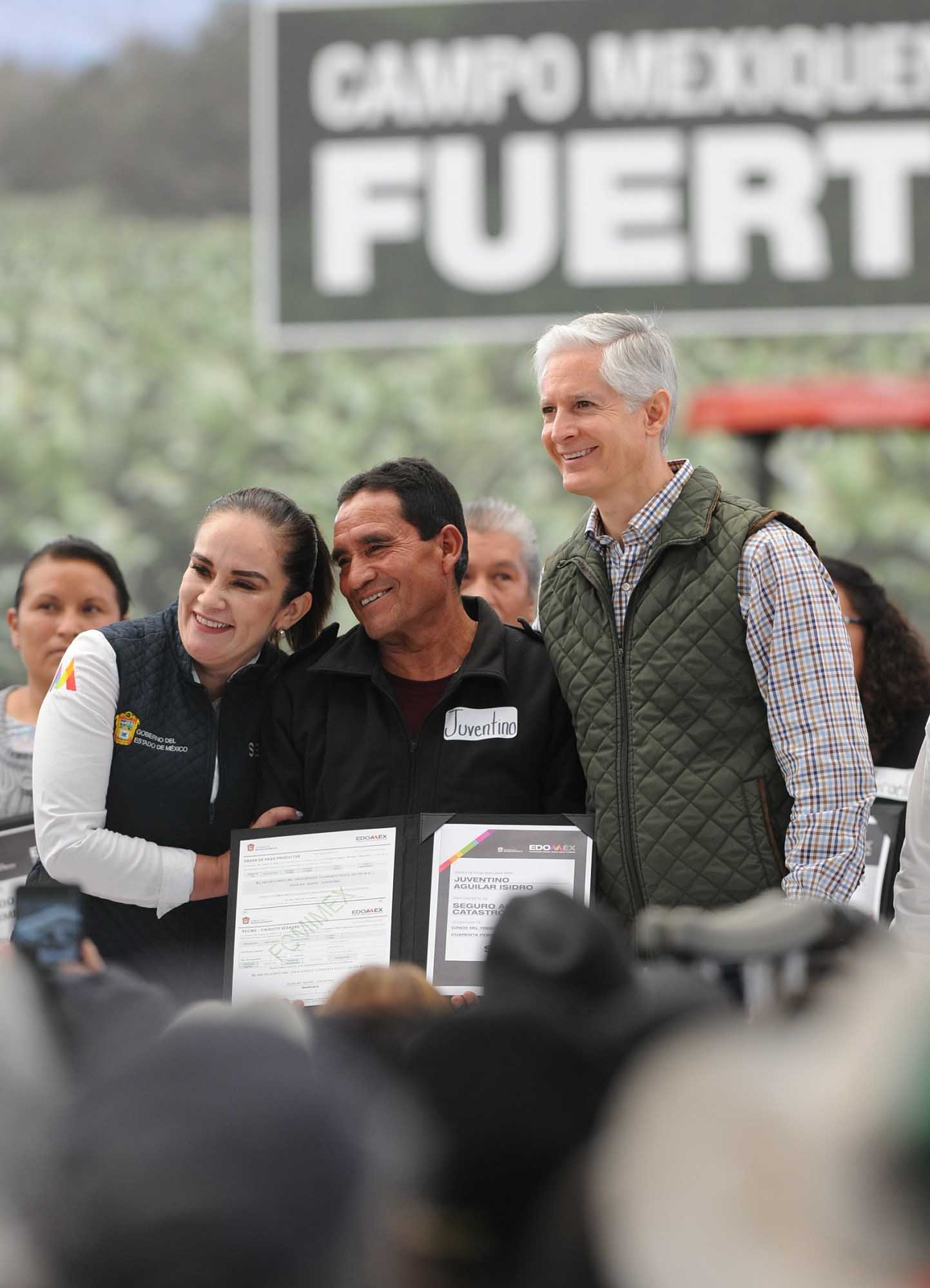 ALFREDO DEL MAZO ENTREGA INCENTIVOS AGROPECUARIOS A PRODUCTORES DEL NORTE DEL EDOMÉX