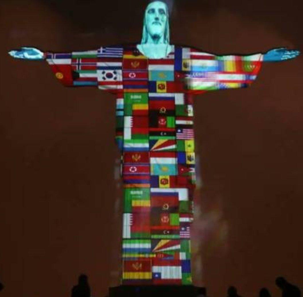 CRISTO REDENTOR DE BRASIL PROYECTA BANDERAS DE PAÍSES CON COVID19