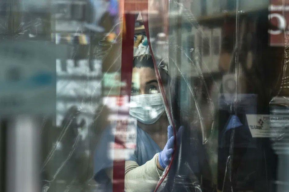 SUPERA EEUU MÁS DE 2 MIL MUERTES POR COVID-19 EN UN DÍA