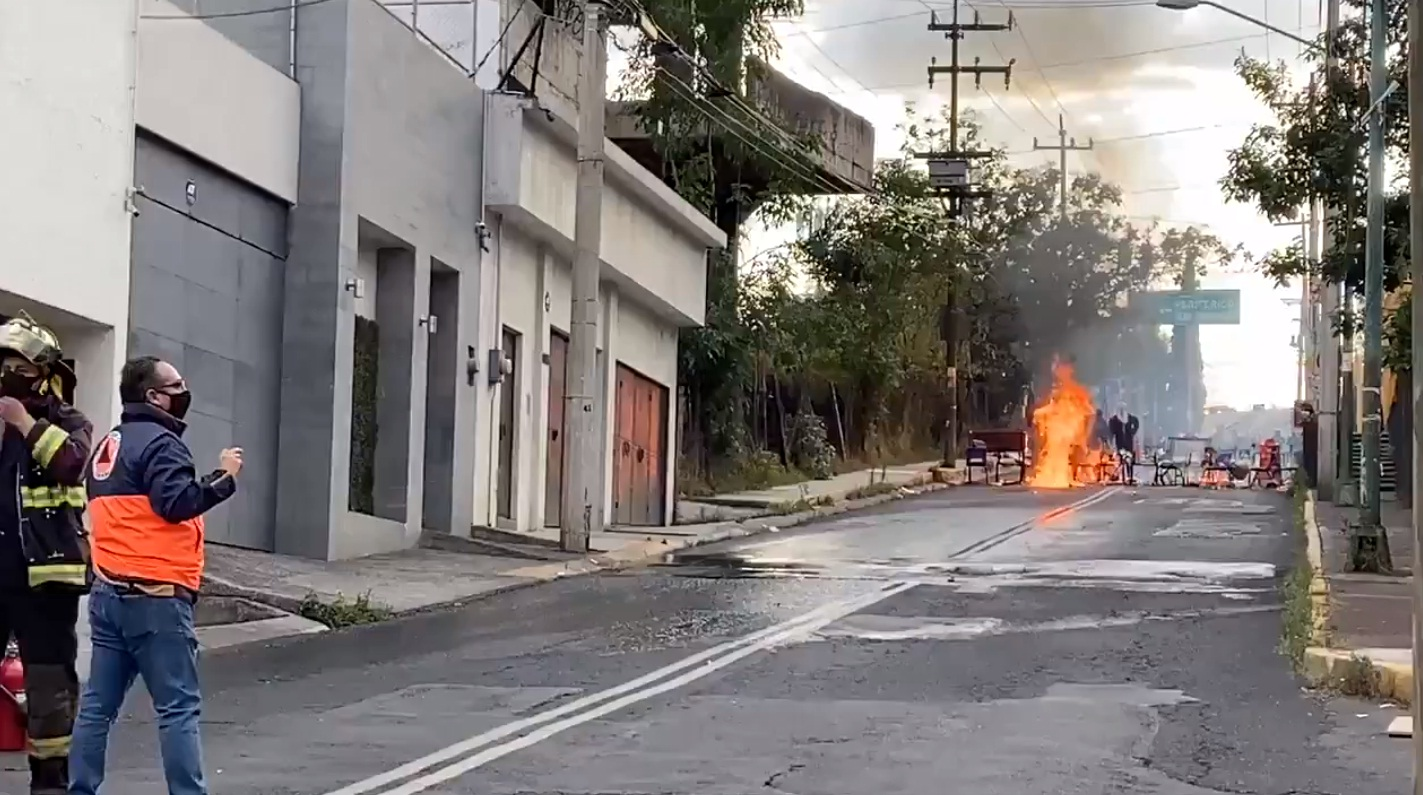 ENCAPUCHADOS VANDALIZAN CCH SUR DE LA UNAM