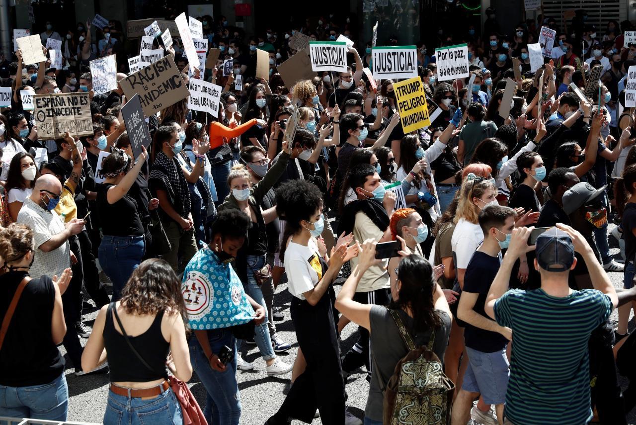 PROTESTAS CONTRA EL RACISMO LLEGAN A ESPAÑA E ITALIA