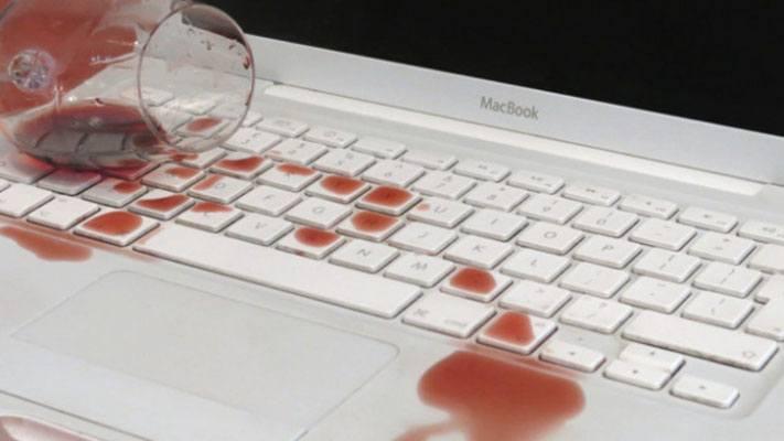 Простые правила при работе за ноутбуком. Не пейте и не употребляйте пищу за ноутбуком