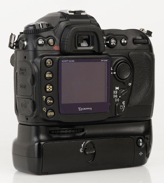 Nikon D200 cu grip MB-D200 back 1
