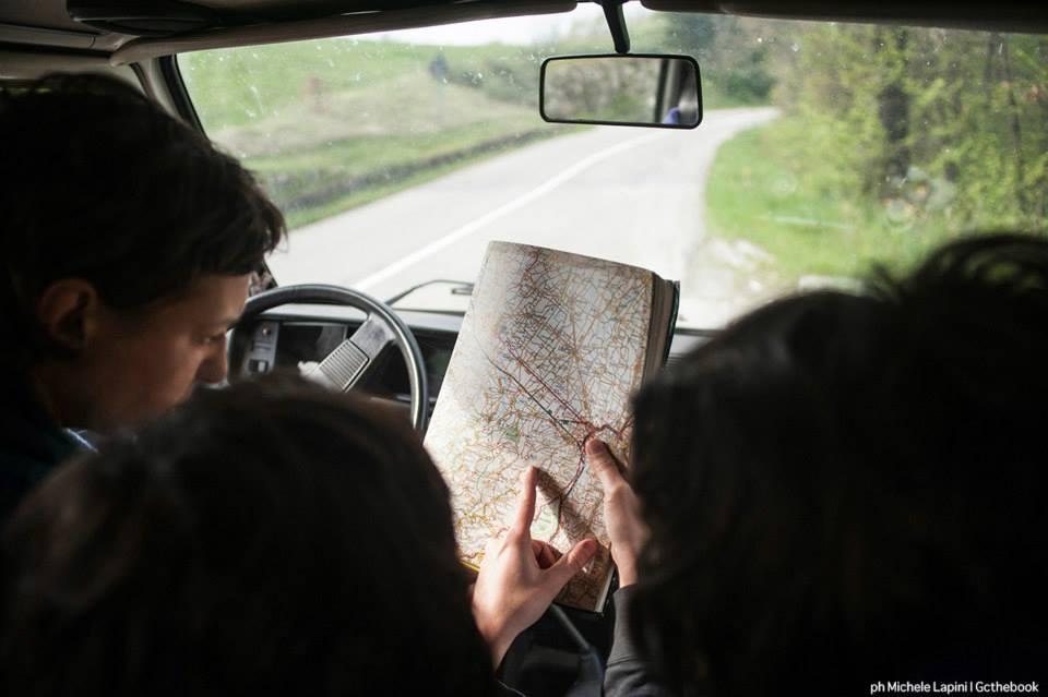 On the road con il libro Genuino Clandestino