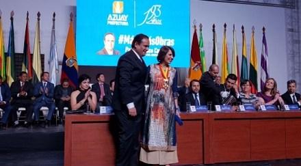Rosalía Arteaga recibe la medalla José Peralta por su contribución al progreso cultural y científico