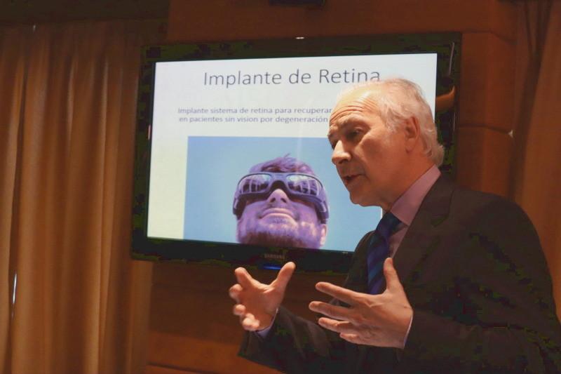 """El Dr. Borja Corcóstegui en su ponencia """"La visión artificial. Un reto en avance continuo"""""""