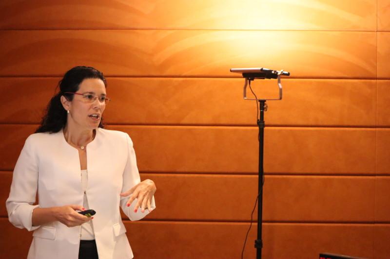 """La Dra. Cecilia Kindelán en su ponencia """"Cambio climático: silencio mediático y desinformación"""""""