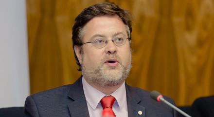 Dr. Santiago Castella