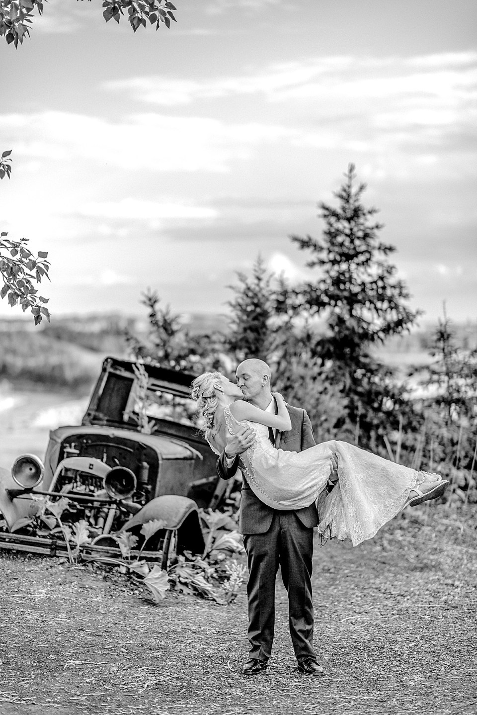Bride-and-groom-photos-wedding-at-saskatoon-farm-near-calgary-raelene-schulmeister-photography