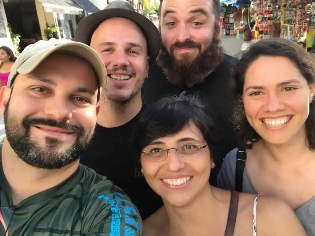 Membros latinos do Eshu pelo México