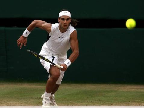 C'est au cours de cette édition 2006 que l'Espagnol montre de quoi il est capable sur le gazon londonien. Après Agassi, il dispose de Labadze, Nieminen et Baghdatis pour rallier sa toute première finale à Wimbledon. Il s'y incline en quatre sets face à Federer. Mais il a pris date.
