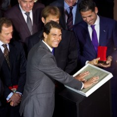 Rafael+Nadal+Rafa+Nadal+Receives+Marca+Award+EUpfC83pzNGl