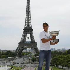 Rafael Nadal celebrates French Open win with Eiffel Tower photo shoot (7)