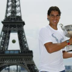Rafael Nadal celebrates French Open win with Eiffel Tower photo shoot (9)