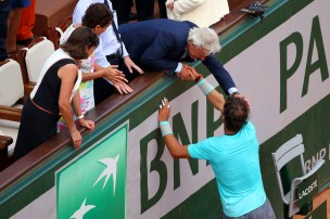 Rafael Nadal is congratulated by his girlfriend, family, friends and the rest of team (19)