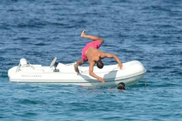 Rafael Nadal enjoys holiday with girfrliend Maria Francisca Perello (17)