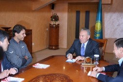 Rafael Nadal chats with Kazakh president Nursultan Nazarbayev