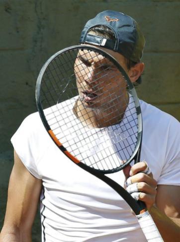 Rafael Nadal new Babolat recket broken strings (2)