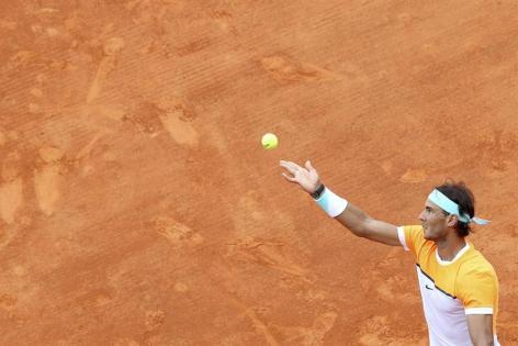 Rafael Nadal plays against John Isner in Monte Carlo